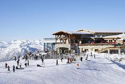 举办过冬奥会的北美最大滑雪场在加拿大哪里