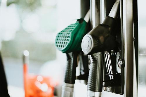 加拿大长周末油价又要涨!温哥华的移民去哪加油划算?