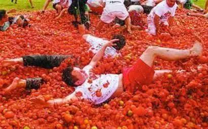 西班牙除了斗牛还有奔牛节和西红柿大战