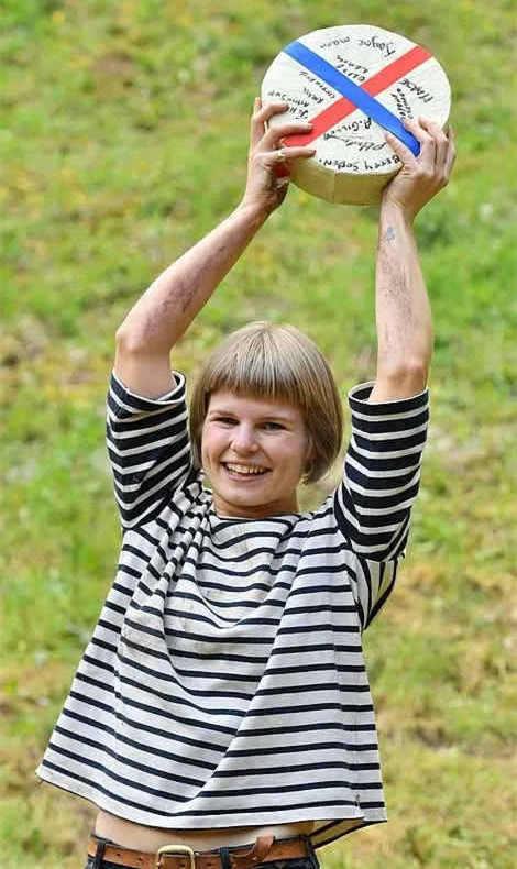 英国滚奶酪大赛女子冠军洲巡出国