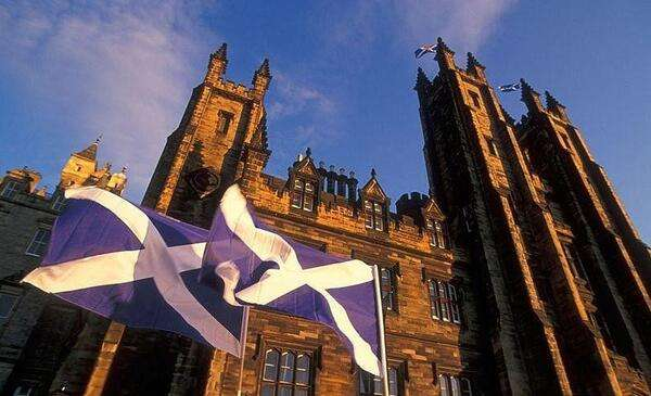 扫盲|只知剑桥牛津?其实英国古堡里还藏着这些一流学府!