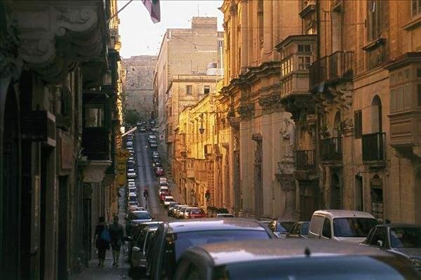 移民马耳他能否工作,中国人在马耳他好找工作吗?