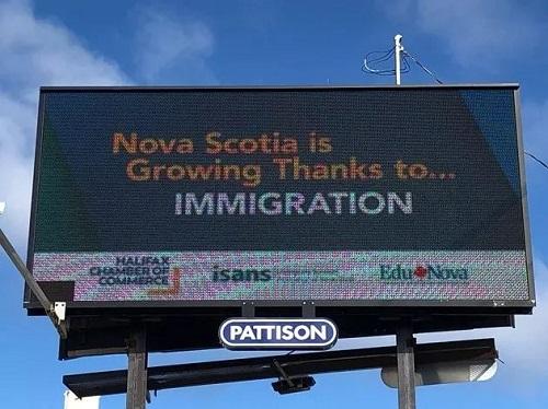 加拿大NS省刊登广告牌,疯狂示好移民群体!