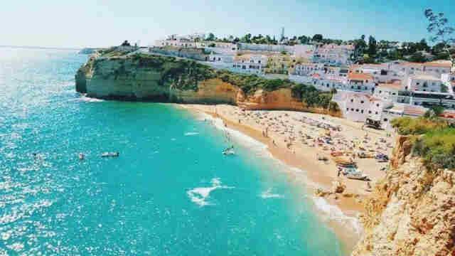 被誉为黄金海岸的沙滩在葡萄牙哪里