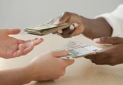 出国前人民币兑换美元的方法有哪些