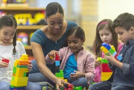 加拿大儿童看护移民